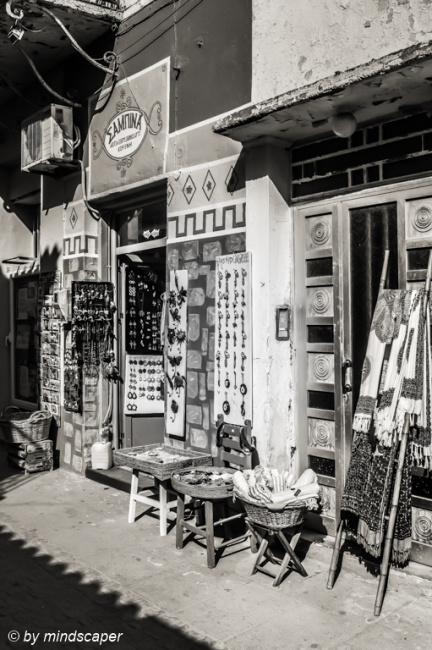 Sabina Shop - Koroni in Black & White